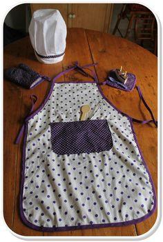 Bonjour, Voici les patrons et les explications qui vous permettront de réaliser le tablier, le gant, la manique et la toque de cuisinier ! ...