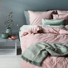 Home Green Home Bedroom Color scheme Pink Duvet cover Bed sheet Bedding Pink Green Bedrooms, Bedroom Green, Green Rooms, Home Bedroom, Bedroom Decor, Tropical Bedrooms, Modern Bedroom, Bedroom Ideas, Master Bedroom