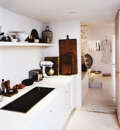 nice small kitchen - home of Parma Lilac shop owner Janie Jackson. Photo Morten Holtum