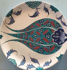 Tulip Kitchen Decor - Home creative ideas Turkish Design, Turkish Art, Clay Plates, Ceramic Plates, Iranian Art, Glass Company, Tile Art, Flower Art, Tulips