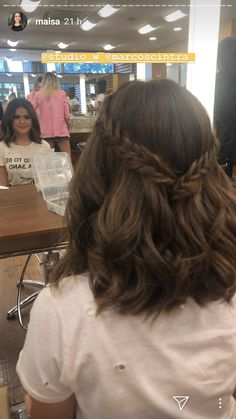 Peinado Prom Hairstyles For Short Hair, Lob Hairstyle, Girl Short Hair, Wedding Hairstyles, Hairstyle Ideas, Hairstyles For Graduation, Lob Haircut, Short Girls, Hairstyles Men