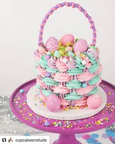 12 Unique Cupcake Ideas - Find Your Cake Inspiration Pull Apart Cupcake Cake, Pull Apart Cake, Cupcake Cakes, Cupcake Ideas, Creative Birthday Cakes, Creative Cakes, Different Kinds Of Cakes, Cake Basket, Snowman Cake