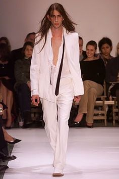 Ann Demeulemeester Spring 2002 Ready-to-Wear Collection Photos - Vogue