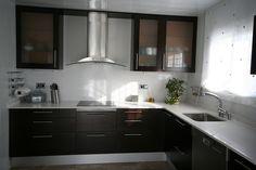 Modelo: Wood 4 Cantos / Madera: Roble / Color: Wengué personalizado al cliente Cocinas Kitchen, Double Vanity, Kitchen Cabinets, Bathroom, Color, Home Decor, Model, Oak Tree, Washroom