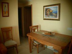 Mesa y cuatro sillas . Oportunidad - http://vaciatrasteros.com/ad/mesa-y-cuatro-sillas-oportunidad/