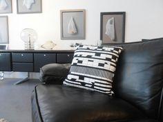 http://www.s-wert-design.de corbusierhouse on black vintage leather couch