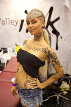 Model Sara Fabel about to get some more ink. When we covered the Surf n' ink Expo, Gold Coast 2012 Gorgeous Tattoos, Sexy Tattoos, Girl Tattoos, Tattoo Girls, Tattoo Women, Sara Fabel, Ink Model, Tattoo Apprentice, Model Photographers