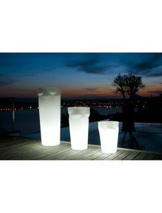 Le pot lumineux de Smart & Green est à la fois une lampe et un pot de fleurs. Eco-friendly et de technologie française, on ne peut que saluer ses performances. https://www.jardin-concept.com/p-pot-de-fleurs-lumineux-disco-124-6280.html