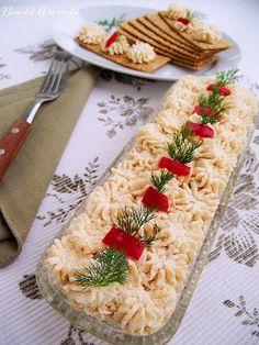 Salată de icre – rețeta corectă, fără adaos de griș și pâine Party Platters, Romanian Food, Food Decoration, Antipasto, Seafood, Deserts, Camembert Cheese, Goodies, Food And Drink