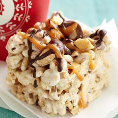 Nutty Marshmallow Cheer Bars Simple marshmallow bars get a sweet-and-salty makeover with quick and easy mix-ins. Chocolate, nuts, caramel, and oat cereal add a variety of flavors and still keep this potluck-perfect dessert under 200 calories. Sweet Desserts, No Bake Desserts, Healthy Desserts, Just Desserts, Sweet Recipes, Delicious Desserts, Dessert Recipes, Yummy Food, No Bake Treats