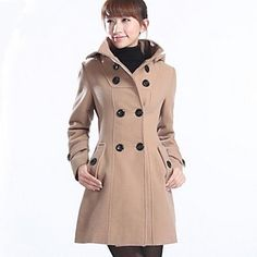 elegant and sophisticated feminine wool coat from the Italian Loro ...