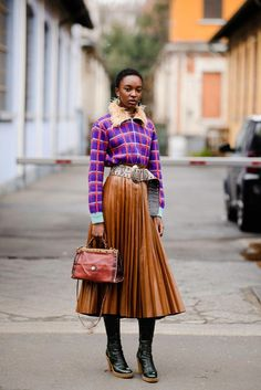 The Best Street Style From Milan Fashion Week Fall 2018 Photographer Tyler Joe captures the best looks off the runways. Milan Fashion Week Street Style, Street Style Trends, Milan Fashion Weeks, Cool Street Fashion, Top Street Style, Autumn Street Style, Moda Fashion, Fast Fashion, Vogue Fashion