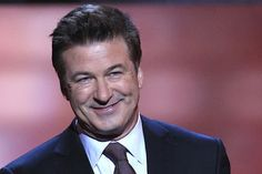 Alec Baldwin n'aime pas les photographes......  http://online.wsj.com/article/SB10001424052702303836404577477071268457082.html?mod=djemAmsterdam_h    Story Daily News  http://www.nydailynews.com/new-york/alec-baldwin-plays-victim-attack-daily-news-photographer-ignores-questions-anger-management-issues-article-1.1099090