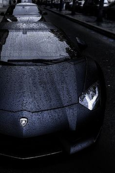 Never thought cars can get this sexy...   Aventador- gets sexier in the rain!