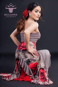 Bailaora Moda Flamenco Tradicional  Info y precios: info@bailaora.eu www.bailaora.eu
