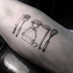 Tatuaje de utensilios de cocina para chef