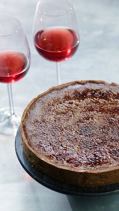 Red Wine Crème Brûlée Tart All the guilty-pleasures of a Creme Brulee in a red wine tart Tart Recipes, Wine Recipes, Dessert Recipes, Cooking Recipes, Meal Recipes, Chocolate Pastry, Sweet Tarts, Cakes And More, Just Desserts
