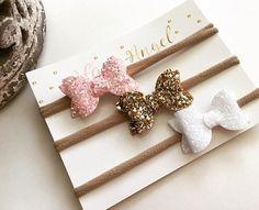 Mini Bow Set Pink / Gold / White Glitter Sparkle Bow Headband or Hair Clip Newborn / Baby / Girl / Newborn Gift Making Hair Bows, Diy Hair Bows, Diy Headband, Baby Headbands, I Love Glitter Font, White Glitter, Diy Leather Bows, Diy Bow, Girls Bows