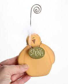 "Primitive ""Spring"" Chick Photo Holder - Spring and Easter - Holiday Crafts : Primitive Wood Crafts Wood Crafts Summer, Diy Crafts For Home Decor, Cute Home Decor, Spring Crafts, Holiday Crafts, Primitive Wood Crafts, Wooden Crafts, Bird Crafts, Easter Crafts"
