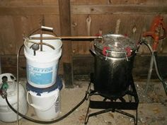 Build Your Own Essential Oil Extractor Distiller. Great for making cosmetics, and a lot cheaper if you can find the bulk of this at yard sales. Essential Oil Still, Making Essential Oils, Essential Oil Uses, Natural Medicine, Herbal Medicine, Essential Oil Distiller, How To Make Oil, Soap Making, Home Remedies