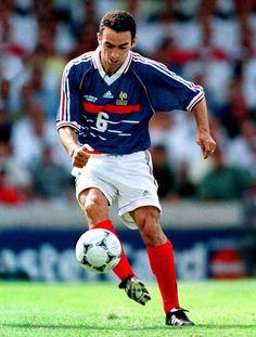 Youri Djorkaeff - the snake Steven Gerrard, Soccer Stars, Sports Stars, World Football, Football Soccer, College Football, Premier League, Football Mondial, Parions Sport