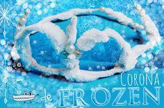 Una corona de Frozen con limpiapipas muy fácil para tu Disfraz de Carnaval: Tienes el tutorial aquí http://www.manualidadesinfantiles.org/corona-de-frozen