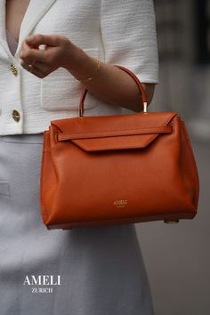 Are you ready to add that extra touch to your autumn outfits with our VIADUKT leather handbag in the trendy colour burnt orange? We love this combination of classic, minimalist design and a little splash of colour. Shop it now on our website | AMELI Zurich Hermes Kelly, Autumn Outfits, Zurich, Business Outfits, Burnt Orange, Minimalist Design, Bags, Touch, Colour