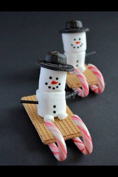 Snowman treats for haven (christmas sweets sleigh) Christmas Gingerbread House, Christmas Snacks, Xmas Food, Christmas Cooking, Christmas Goodies, Christmas Candy, Holiday Fun, Christmas Time, Christmas Parties