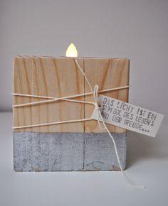 """... einfache Holzleuchter mit Blattsilber """"veredelt""""... ... noch ein passendes Kärtchen dran... ..."""