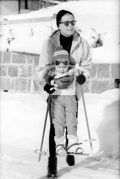 Princess Grace introducing Princess Stephanie to skis at Gstaad   the Fashion Spot - Grace Kelly #1