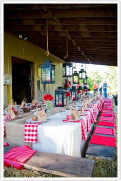 A country western themed party can be tons of fun and relatively inexpensive! Put old barn wood on top of the bales of hay for more comfy sitting! Barn Parties, Western Parties, Barbecue Party, Western Style, Western Theme, Country Style, I Do Bbq, Cowboy Party, Backyard Bbq