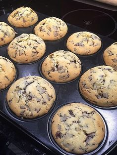 Muffins with chocolate chips, a tasty recipe from the .- Muffins mit Schokosplittern, ein schmackhaftes Rezept aus der Kategorie Schnell … Muffins with chocolate chips, a tasty recipe from the category Fast and easy. Quick Dessert Recipes, Easy Cake Recipes, Cookie Recipes, Healthy Recipes, Recipes Dinner, Cupcake Recipes, Chocolate Chip Muffins, Chocolate Desserts, Chocolate Chips