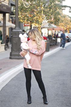 mama & baby girl Girly Outfits, Office Outfits, Mama Baby, Latest Fashion, Womens Fashion, Office Fashion, Classy Dress, Fashion Bloggers, Victoria Beckham