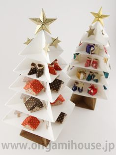 クリスマス飾り の画像|おりがみはうす日記―スタッフhanakoのブログ― Christmas Origami, Christmas Crafts, Merry Christmas, Diy And Crafts, Arts And Crafts, Paper Crafts, Cardboard Design, Christmas Tree Design, Advent Calendar