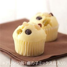 Japanese Fluffy Steamed Cake Whole egg 50g Confectionery/granulated sugar 40g Milk 70ml Cake flour 100g Baking powder 1 tsp Salt Pinch Vanilla oil Arbitrarily Salad oil 1 tbsp