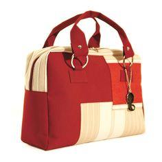 Eli Mundo briefcase, Made with recycling materials.   Bolsos maletín de Eli Mundo Hechos con material reciclado.