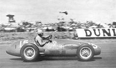 Alberto Ascari (ITA) (Scuderia Ferrari), Ferrari 500 - Ferrari Straight-4 (finished 1st) 1952 British Grand Prix, Silverstone Circuit