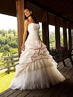 Elegant Strapless Wedding Dress in two tone. #sopretty #wedding#dress #white