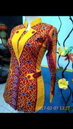 Kurti Neck Designs, Dress Neck Designs, Blouse Designs, African Print Fashion, African Fashion Dresses, African Dress, Blouse Batik, Batik Dress, Batik Fashion