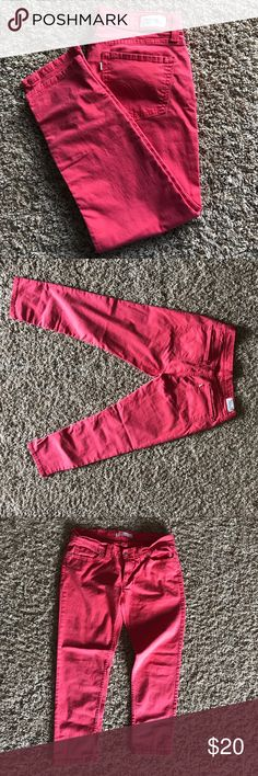Levi's 524 skinny capris Perfect capris to wear from summer into early fall! Look super cute with a white tee and denim jacket or shirt for cooler days! Low rise. Excellent used condition these are like new! More of a coral pink color. Levi's Pants Ankle & Cropped