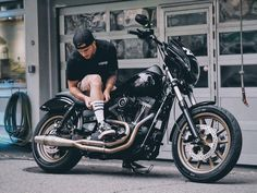 Air cleaner so tiny. Triumph Motorcycles, Custom Motorcycles, Custom Bikes, Harley Dyna, Harley Davidson Dyna, Dyna Club Style, Motorcycle Quotes, Girl Motorcycle, Dyna Low Rider