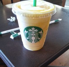 Starbucks - für Frappuccinos und Latté eine gute Wahl. Ich freue mich immer besonders auf die Special Editions - im Moment der berühmte Pumkin Latte, im Sommer etwas fruchtiges wie z.B. der Mango-Maracuja Frappuccino auf dem Foto. http://www.starbucks.de/
