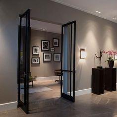 Beautiful steel FritsJurgens doors. #fritsjurgens #steeldoor #interiordesign #interiordoor #pivotdoor #invisiblehinges
