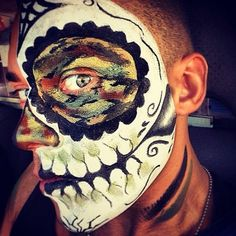 Camouflage-Totenkopf Make-Up