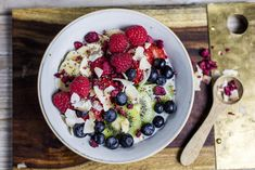 Quinoa frokost Quinoa, Omelette, Kiwi, Scones, Fruit Salad, Acai Bowl, Sandwiches, Berries, Lunch
