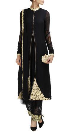 Browse through Ridhi Mehra Indian wedding dresses and lehenga collection at MyShaadi. Find the perfect wedding dress by Ridhi Mehra Indian Suits, Indian Wear, Pakistani Dresses, Indian Dresses, Indian Clothes, Ethnic Fashion, Asian Fashion, Salwar Kameez, Desi Wear
