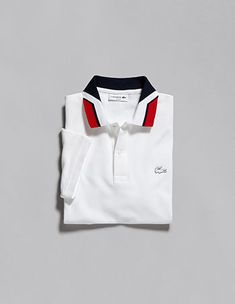 Há sempre um novo polo Lacoste. Mais técnico, criativo e inovador Polo Shirt Style, Polo Shirt Outfits, Polo Shirt Design, Polo Outfit, Mens Polo T Shirts, Lacoste Polo Shirts, Polo Shirt Women, Lacoste Men, Mens Tees