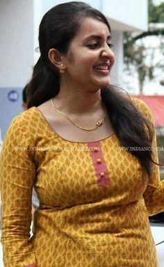 Janhvi Kapoor Floating Live Hair and cute smile Beautiful Girl Photo, Beautiful Girl Indian, Most Beautiful Indian Actress, Beautiful Women, Beautiful Smile, Animals Beautiful, South Indian Actress Hot, Indian Actress Hot Pics, Bollywood Actress Hot Photos