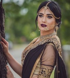 Bridal Nose Ring Ideas - Stunning Bridal Nath designs that Indian Brides Slayed Bollywood Sari, Bollywood Fashion, Lehenga, Anarkali, Indian Bridal Makeup, Asian Bridal, Indian Bridal Jewelry, Indian Head Jewelry, Wedding Jewelry
