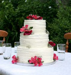 Make your own wedding cake! Fast, simple and super cheap! By The Vanilla Crumb.